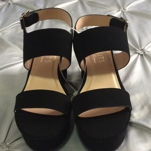 Gorgeous pair of wedges brand new!